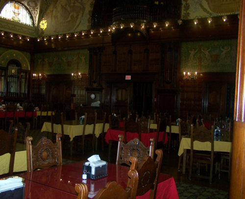 The electric lights in the dinning hall were designed by Thomas Edison.