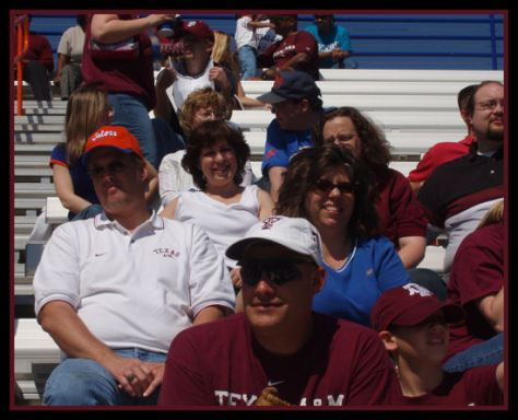 Think the guy on the 2nd row far left is a little confused. He is wearing an Aggie shirt & Gator cap.