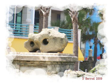 This statue kind of reminds me of ET's head.